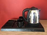 Електрическа кана за чай с поднос и 2 чаши От Хартия.нет